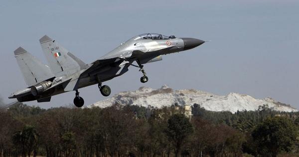 """بالفيديو: مقاتلة """"سو-30"""" تطلق صاروخا أسرع من الصوت"""