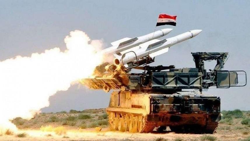 """""""سانا"""": وسائط الدفاع الجوي تتصدى لصواريخ معادية وتسقط عدداً منها"""