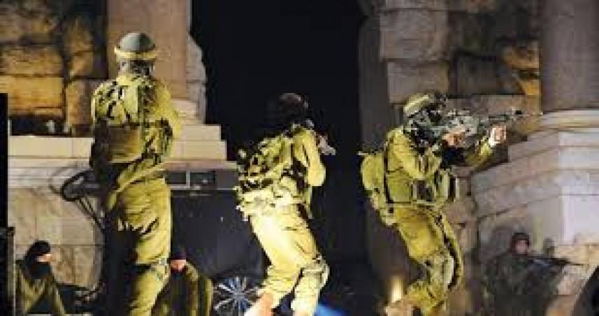 قوات العدو تشن حملة اعتقالات واسعة بالضفة والقدس