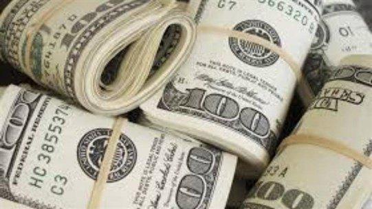 دولار السوق السوداء... يتخطى عتبة الـ8000 ليرة!
