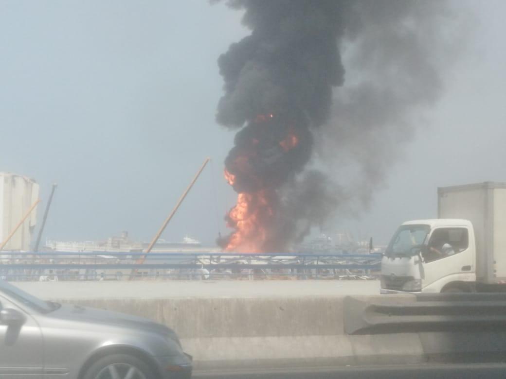 فيديو للحريق في مرفأ بيروت من مسافة قريبة