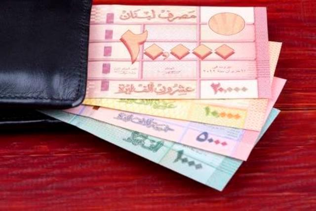 الليرة اللبنانية ترتقي إلى مصاف الدولار وتدخل السوق السوداء بسعر صرف ثانٍ