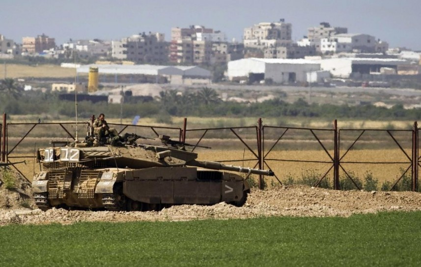 """انقلاب جيب عسكرية بعد توغل """"إسرائيلي"""" شرق دير البلح ووصول سيارة اسعاف"""