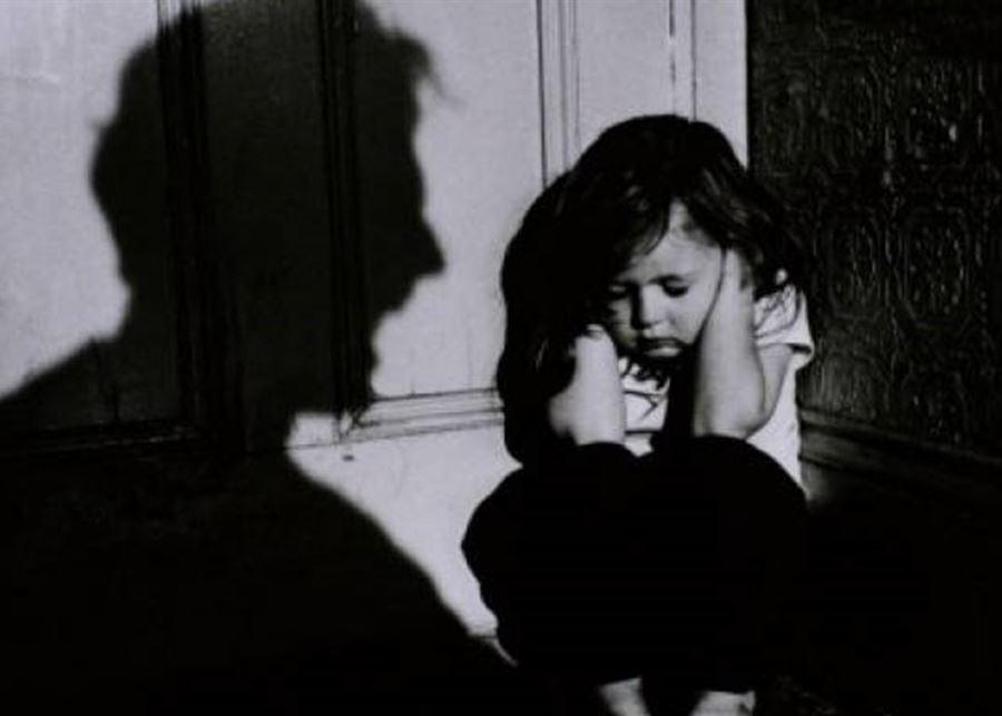 هربت مع رجل يكبرها بـ30 عاما بسبب تعرضها للعنف فحبسها في منزل لا حمام فيه!.