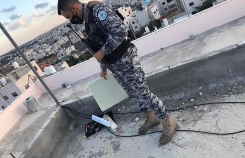 """رام الله: إزالة أبراج اتصالات """"إسرائيلية"""" ممنوعة من العمل"""