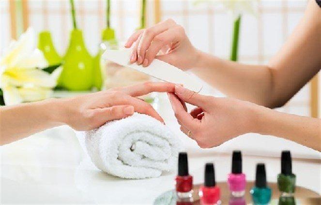 مواد كيميائية في مستحضرات التجميل قد تزيد من خطر مرض مزمن ومؤلم يصيب النساء