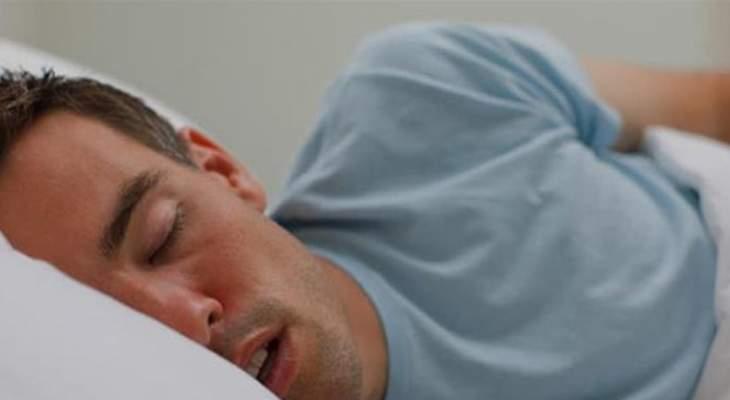 حالة مرضية نادرة تجبر رجلا على النوم 3 أسابيع كل شهر