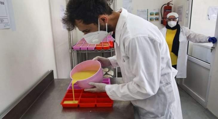 الصابون المصنوع من حليب الحمير يلقى رواجا في الأردن