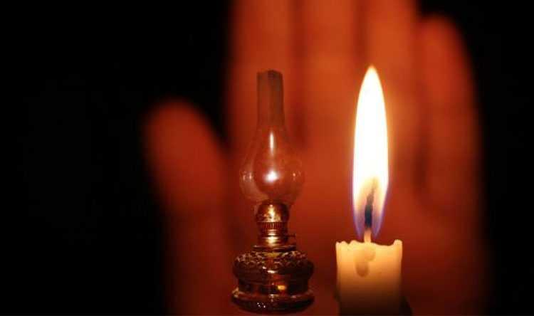 """غلاء اشتراكات الكهرباء يعيد اللبنانيين إلى """"الشمعة والقنديل"""" (الشرق الأوسط)"""