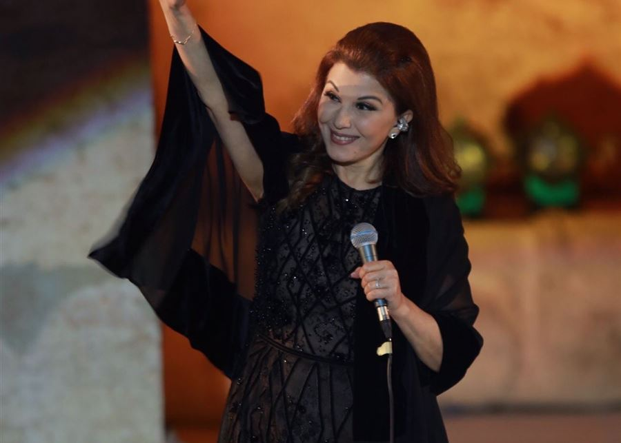 ماجدة الرومي تتعرّض للإغماء وتفقد توازنها على مسرح مهرجان جرش! (فيديو)