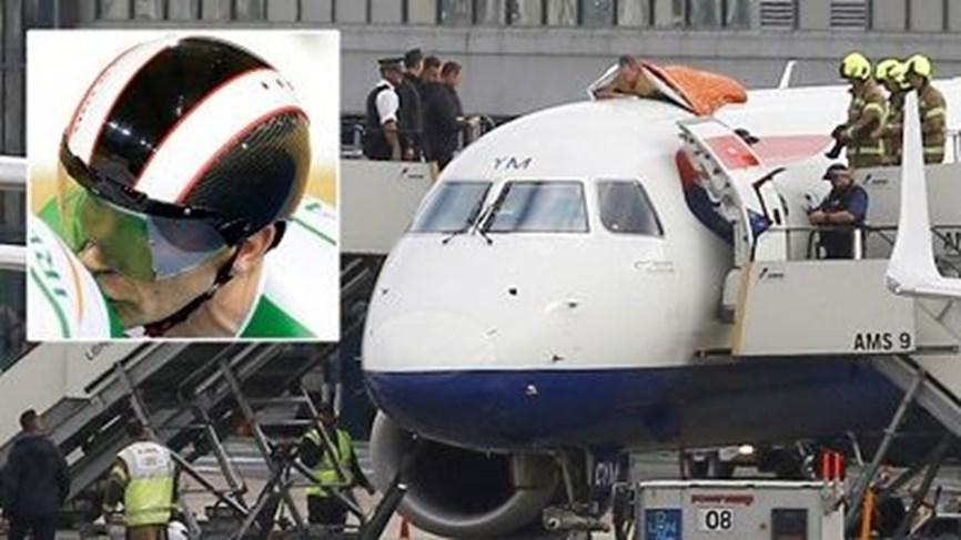 نام ساعة على سطح الطائرة احتجاجاً فعوقب بالسجن